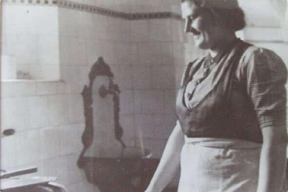 Mama Mici, mati petih otrok, je sama pripravljala kulinarične specialitete in tradicionalne slovenske jedi.